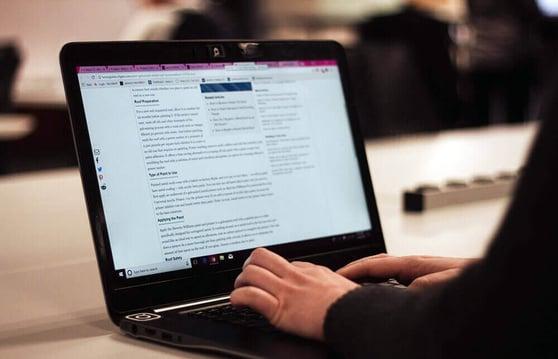 laptop-blogging